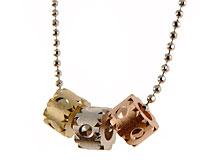 Se mere om Halskæde med tre flotte vedhæng i guld sølv og kobber i web-butikken