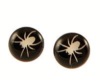 Se mere om Seje ørestikker i sort farve med hvid edderkopper i web-butikken