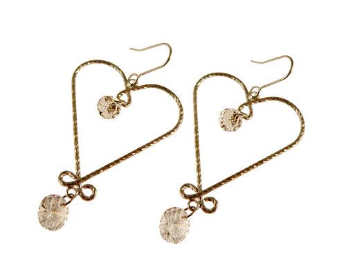 Se mere om øreringe udformet som hjerter med klare sten i web-butikken