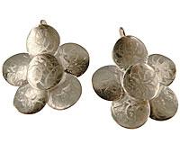 Se mere om  Donna Bella øreringe er lavet af messing, som er en blanding af zink og kobber. De er betrukket med sterling sølv (825). Lakering udføres ved hjælp af et elektrodesystem, der sikrer høj kvalitet. i web-butikken