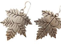 Se mere om Sølv øreringe af blad fra Tomato i web-butikken