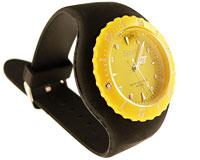 Se mere om Silikone ur med bred sort rem og gul urskive i web-butikken