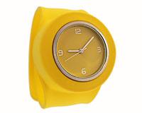Se mere om Bredt silikone armbåndsur i gul farve  i web-butikken