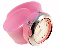 Se mere om Bredt silikone armbåndsur i lyserød farve i web-butikken