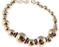 Se mere om Sølvarmbånd med sølvkugler i web-butikken