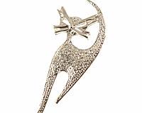 Se mere om Katte broche i sølvfarve med klare sten i web-butikken