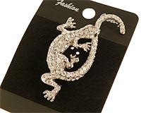 Se mere om Broche i sølvfarve af lizard med masser af hvide sten i web-butikken