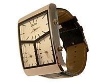 Se mere om Stort dameur med hele tre ure i frækt design med sort rem i web-butikken