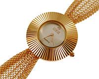 Se mere om LOBOR smykkerur i guld i web-butikken