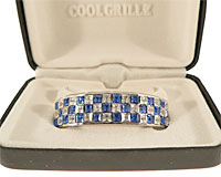 Se mere om Grillz i sølvplade med blå og hvide sten i web-butikken