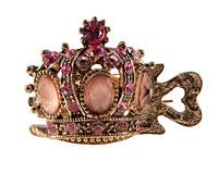 Se mere om Lille hårnæb af kongekrone med lyserøde sten i web-butikken