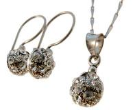 Se mere om Halskæde sæt med øreringe og fingerring af 925 sølv med små klare sten. i web-butikken