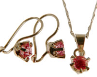 Se mere om Halskæde sæt med øreringe og ring af 925 sølv i lyserød sten i web-butikken