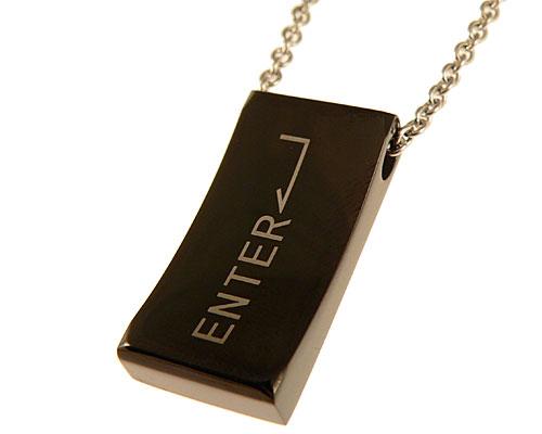Se mere om halskæde med sort enter taste i web-butikken