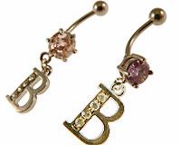 Se mere om Navlering med B i klare, lyserød eller lilla sten i web-butikken
