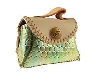 Se mere om Lille pung i ægte læder fra PSN i skinnende lysegrøn farve i web-butikken