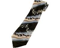 Se mere om Slips i sorte og blålige farver med klaver og noder i web-butikken
