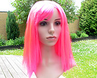 Se mere om Glansfuld lang lyserød paryk i web-butikken