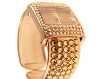 Se mere om Meget flot bredt smykkeur i guldfarve med masser af sten i web-butikken