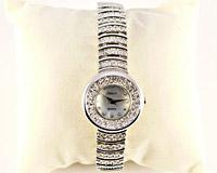 Se mere om Rundt smykkeur med mange similisten og hvid urskive i web-butikken
