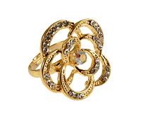 Se mere om Fingerring udformet som blomst i guld med hvide sten i web-butikken